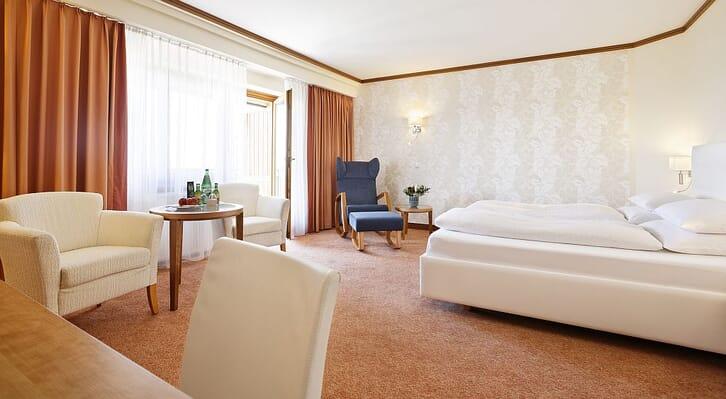 Steirerhof-Bad-Waltersdorf-Sessel-Dondolo-Franz-Fertig.jpg?scale.width=726&scale Start