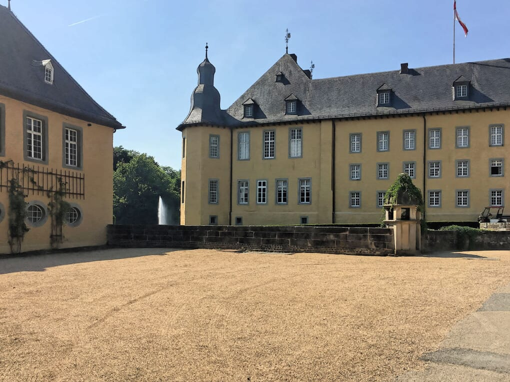 schloss-dyck-juenchen_IMG_7557_D-franz-fertig-gmbh.jpg?scale.width=1020&scale Schlafsofas und Sessel im Schloss Dyck Jüchen